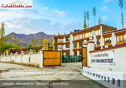 hotel-ladakh-himalayan-retreat-leh-entrance