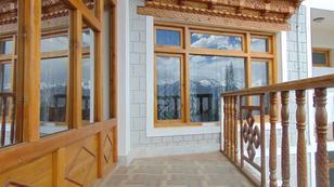 hotel-katpa-residency-leh-balcony-74399026348srp
